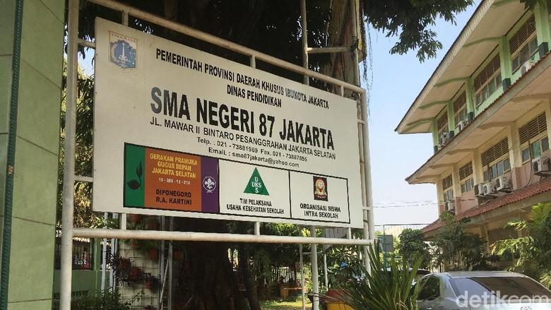 SMA 87 Jakarta Nonaktifkan Sementara Guru Nelty Khairiyah