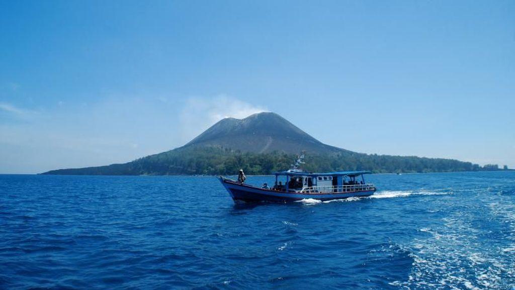 Pantai di Pulau Anak Krakatau, Tak Kalah Cantik