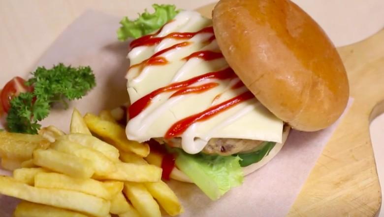 Resep Burger Oncom/Foto: Modern Moms Trans7