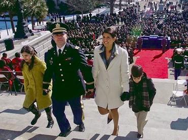 Nikki Haley bersama suami dan anak-anaknya. (Foto: Instagram @nikkihaley)