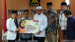 F-PKS Serahkan Hadiah Umrah ke Judoka Miftahul Jannah