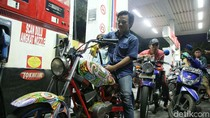 Harga BBM Premium Batal Naik, SPBU Diserbu Warga