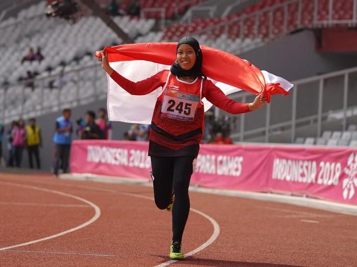 Tiarani Karisma Evi atlet atletik Indonesia berusaha menjadi yang tercepat di bayangi atlet jepang Maegawa Kaede dan Tozawa Tomomi. Nomor 100m Women T42, T63 pada Asian Para Games 2018, distadion Utama Gelora Bung Karno , Jakarta 10-10-2018 INAPGOC/Dewi Nurcahayani;