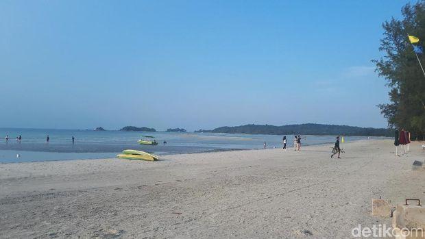 Pantai Lagoi di Pulau Bintan