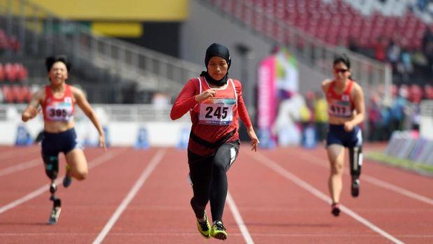 Karisma Evi sebelumnya meraih medali perak di nomor lompat jauh.