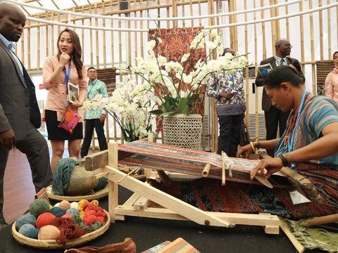 Tenun Maumere Jadi Primadona di IMF-WB 2018 Bali