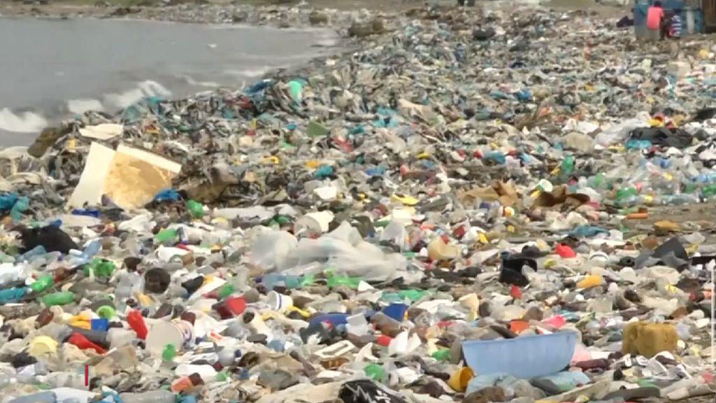 Jijik! Penampakan Sampah Menumpuk di Pantai