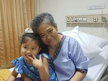 Tuh, dekat banget kan hubungan nenek dan cucunya ini. (Foto: Instagram/ @hada9)