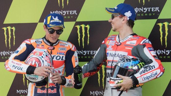 Jorge Lorenzo mengaku berutang pada Marc Marquez terkait kepindahannya ke Honda Repsol. (Foto: Mirco Lazzari gp/Getty Images)