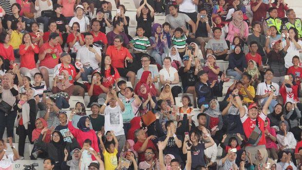 Penonton sangat antusias menyaksikan atlet-atlet berlaga di Asian Para Games 2018.