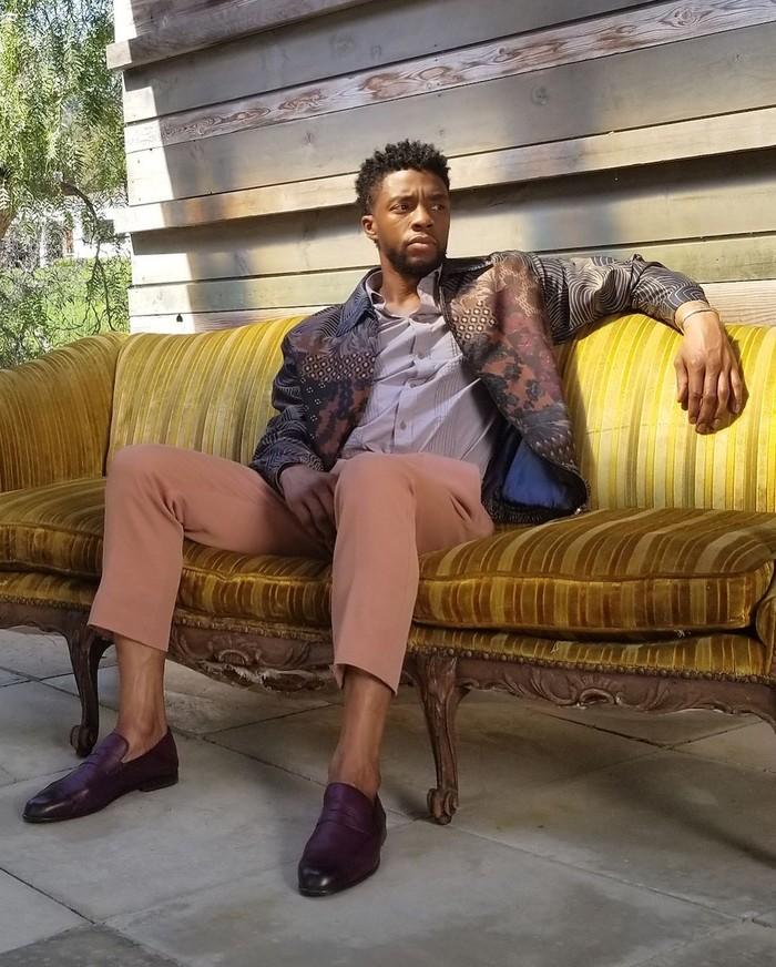 Chadwick Aaron Boseman merupakan aktor asal Amerika yang namanya melejit setelah membintangi film Black Phanter. Kini ia sering membagikan aktivitas sehari-harinya di akun Instagram miliknya. Foto: Instagram @chadwickboseman