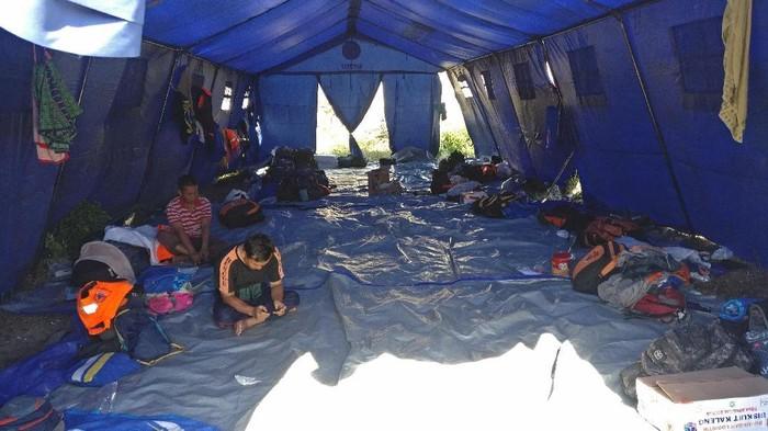 Suasana posko relawan gempa di Palu (Foto: Firdaus/detikHealth)
