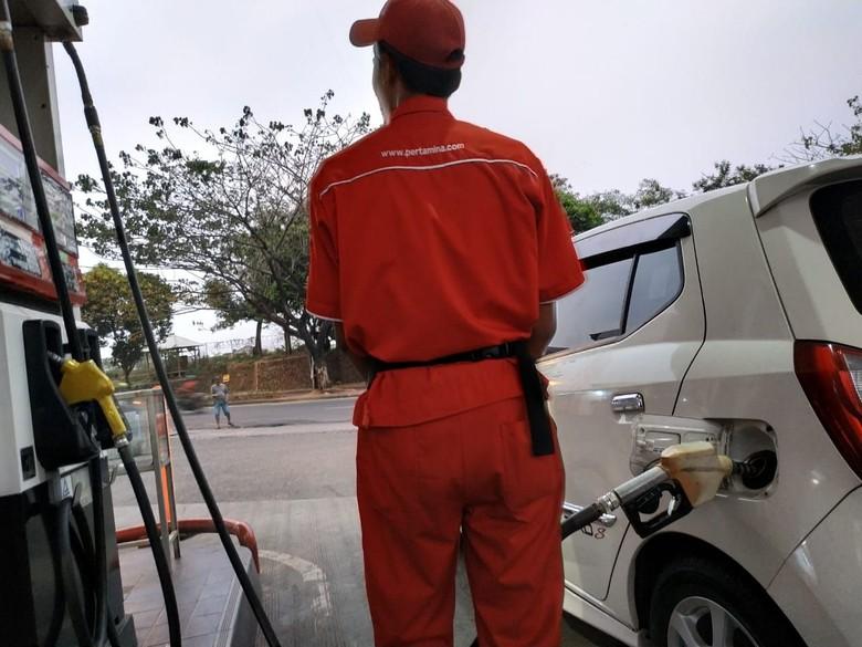 Ilustrasi pengisian bensin. Foto: Ridwan Arifin