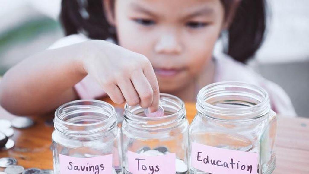 5 Cara Mengajarkan Anak Gemar Menabung
