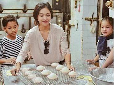 Siapa yang mau kue buatan Bunda Nana Mirdad dan anak-anaknya? (Foto: Instagram @nanamirdad)