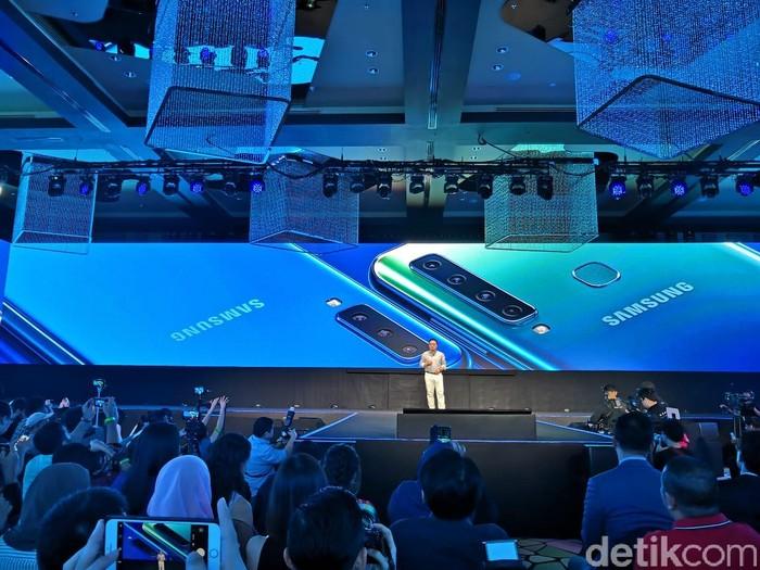 CEO Samsung DJ Koh saat meluncurkan Galaxy A9 (Foto: Fino Yurio Kristo/detikINET)