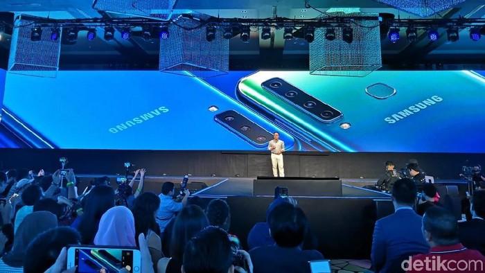 CEO Samsung DJ Koh saat peluncuran Galaxy A9 dan A7 di Kuala Lumpur. Foto: Fino Yurio Kristo/detikINET