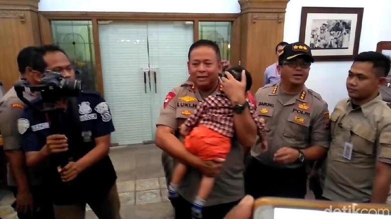Temui Bayi Korban Jual Beli Via Medsos, Ini Kata Kapolda Jatim