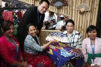 Mengenalkan Budaya Bali Lewat Kipas Lukis di Pertemuan IMF-WB 2018