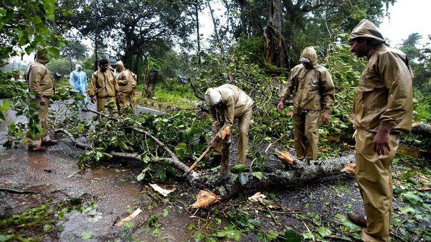 Topan TitliTerjang India, 300 Ribu Orang Dievakuasi