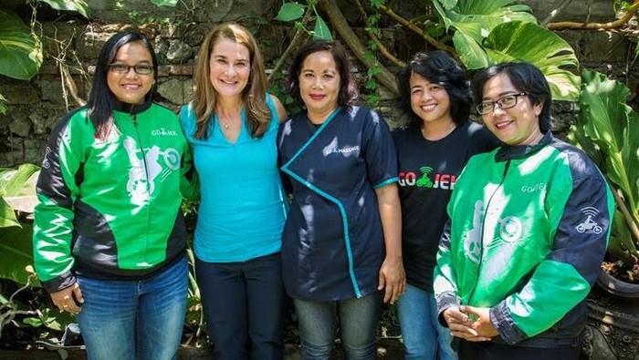 Melinda Gates dengan para mitra layanan Go-Jek. Foto: Gates Archive