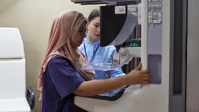 Biaya pengobatan kanker payudara berapa ya? Foto: iStock