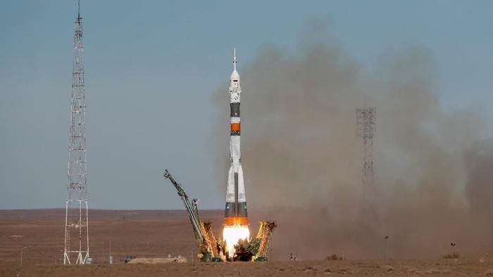 The Soyuz MS-10 spacecraft carrying the crew of astronaut Nick Hague of the U.S. and cosmonaut Alexey Ovchinin of Russia blasts off to the International Space Station (ISS) from the launchpad at the Baikonur Cosmodrome, Kazakhstan October 11, 2018. REUTERS/Shamil Zhumatov