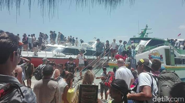 Beberapa fastboat besar mengangkut wisatawan ke Gili Trawangan pada Selasa (9/10) kemarin (Harianto Nukman/detikTravel)