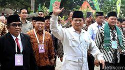 Apa yang Salah dengan Kostum Prabowo?