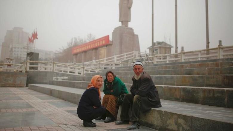 China Melegalkan Tempat Penahanan Rahasia Bagi Muslim Uighur