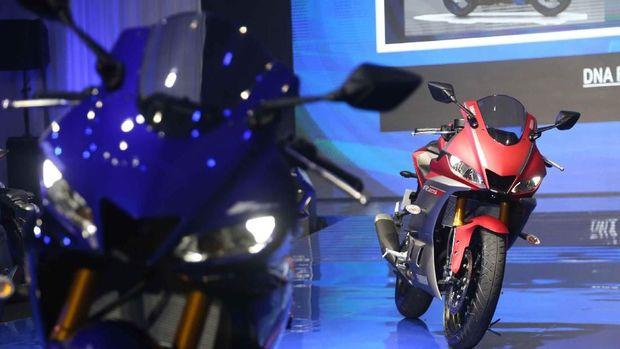 Yamaha R25 generasi terbaru.