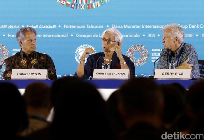Direktur Pelaksana IMF Christine Lagarde saat menggelar konferensi pers di BICC, Nusa Dua, Bali, Kamis (11/10/2018).