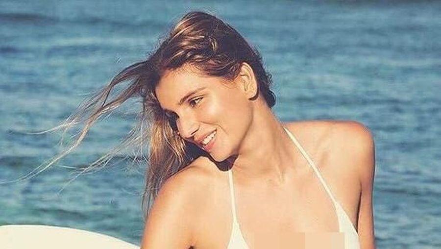 Maya Gabeira adalah atlet surfing cantik yang berprestasi. Di balik kesibukannya Maya juga suka traveling. (maya/Instagram)
