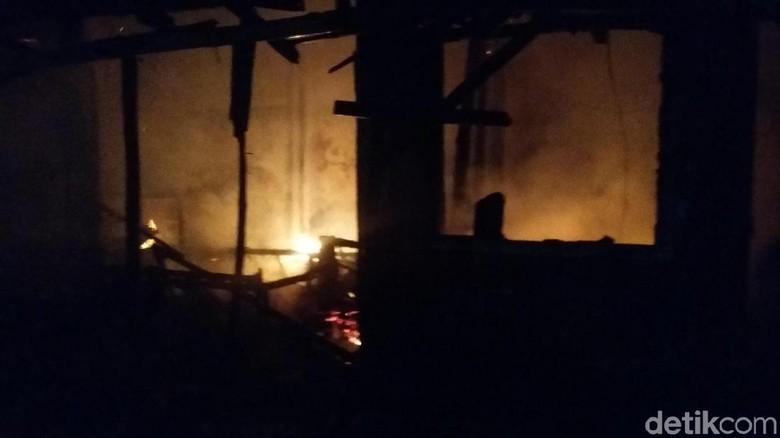 Pasar Induk Bondowoso Terbakar, Puluhan Stan Ludes Dilalap Api