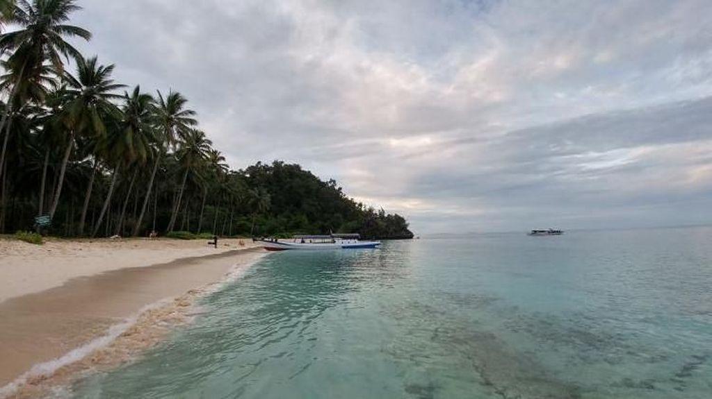 Indah Nian Pantai di Pulau Labengki