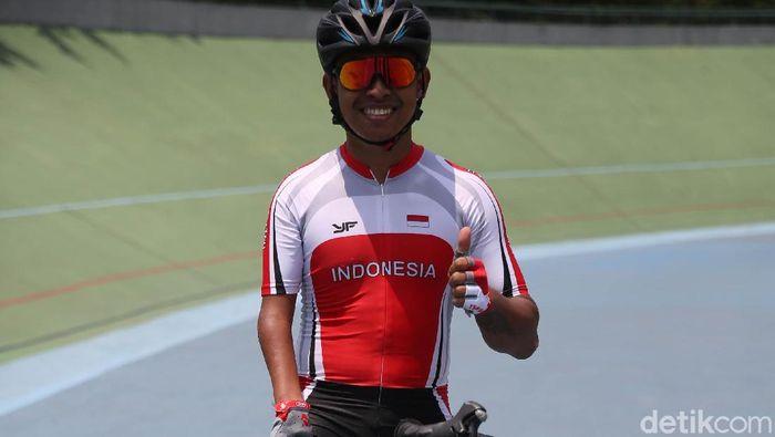 Atlet paracycling Tryagus Arief Rachman mengandalkan tangan krii untuk balap sepeda. (Agung Pambudhy/detikSport)