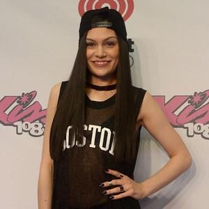 Seperti Jessie J, 5 Artis Ini Tak Bisa Punya Anak dari Rahimnya Sendiri