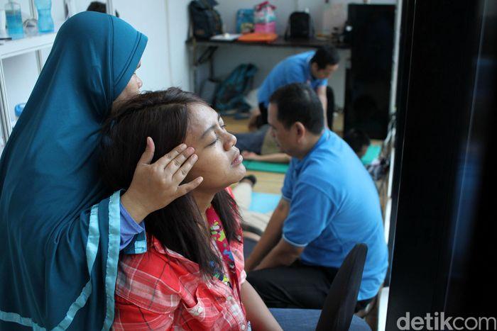 Seorang wartawan wanita dipijak oleh pemijat wanita, Kamis (11/10/2018).