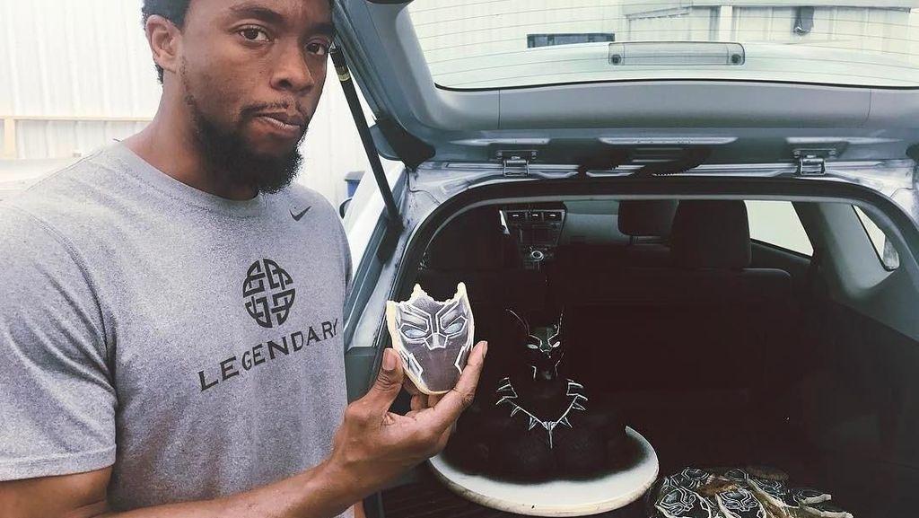 Aksi Keren Chadwick Boseman, si Black Panther yang Suka Kopi dan Kue