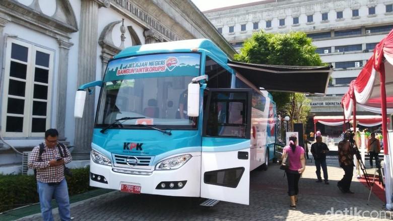 Bus KPK Sambangi Ganjar Pranowo di Balai Kota Semarang, Ada Apa?