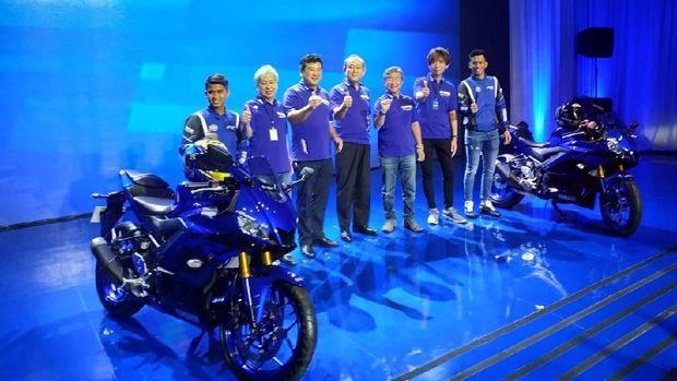 "R25 dan R3 diluncurkan Yamaha dalam acara yang bertajukR1 20th Anniversary ""We Are R"""