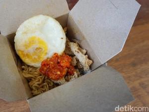 Nasi Garuk: Renyah Gurih Kulit Ayam Goreng Tepung di Nasi Garuk Tanggal Muda