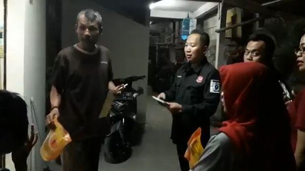 Screenshot video saat caleg Perindo bagi-bagi sembako (Foto: Dok. Panswaslu Jakut)