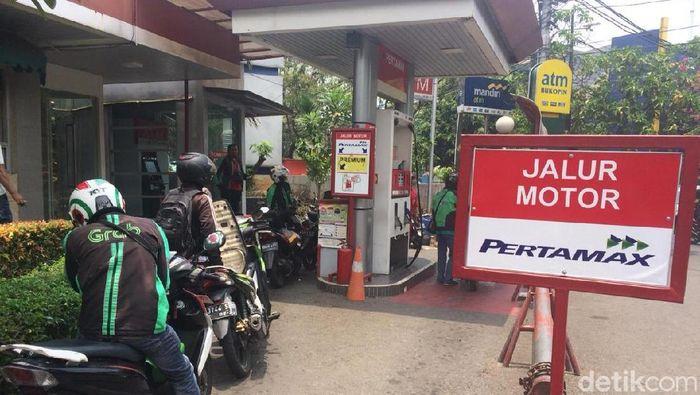 Jomplangnya Antrean Premium dan Pertamax di SPBU Menteng (Foto: Puti Aini Yasmin/detikFinance)
