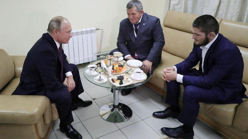 Putin Temui Khabib yang Sukses Sungkurkan McGregor