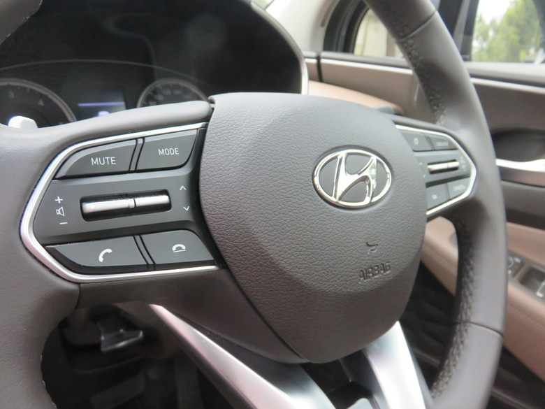 Hyundai. Foto: Ruly Kurniawan