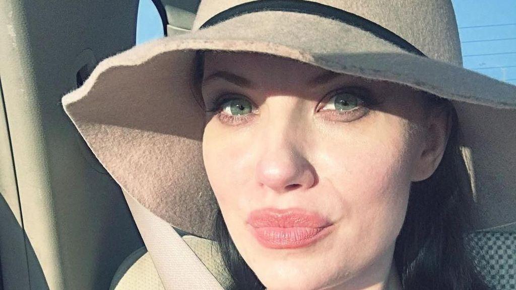 Ini Melissa Baizen, Wanita yang Disebut Kembarannya Angelina Jolie