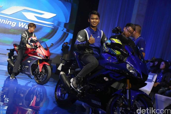 Yamaha Indonesia Motor Manufacturing (YIMM) merilis motor R25 dan R3 yang akan dipasarkan secara global ke wilayah Asia, Jepang, Amerika Serikat dan Eropa di Hotel Grand Mercure, Kamis (11/10/2018). Dan pebalap Galang Hendra Pratama, ikut memperkenalkannya.