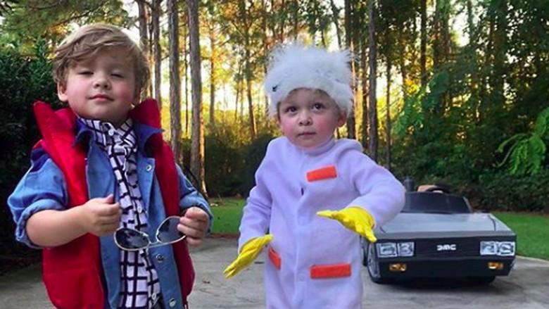 Ibu Kreatif, Hobi Bikin Kostum Film 80-an untuk Anak/Foto: Instagram