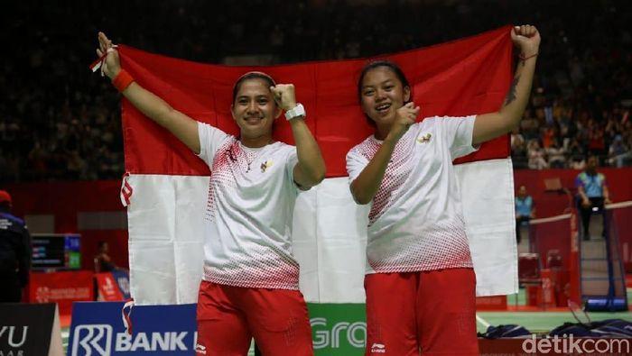 Leani Ratri Oktila/Khalimatus Sadiyah Sukohandoko meraih emas ganda putri Asian Para Games 2018. (Agung Pambudhy/detikSport)